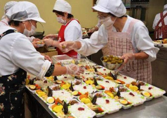 T6/2017 - Tuyển gấp 10 nữ sản xuất cơm hộp làm việc tại tỉnh Hyogo Nhật Bản