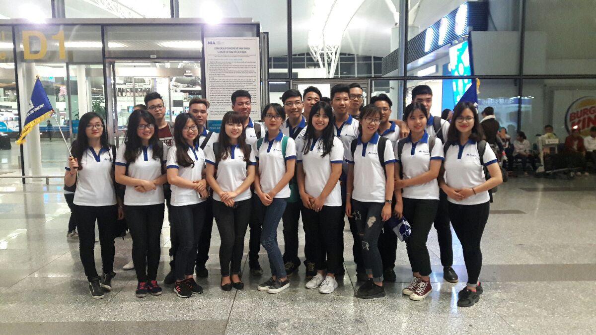 Hình ảnh đoàn du học sinh Thuận Phát tại sân bay quốc tế Nội Bài 2