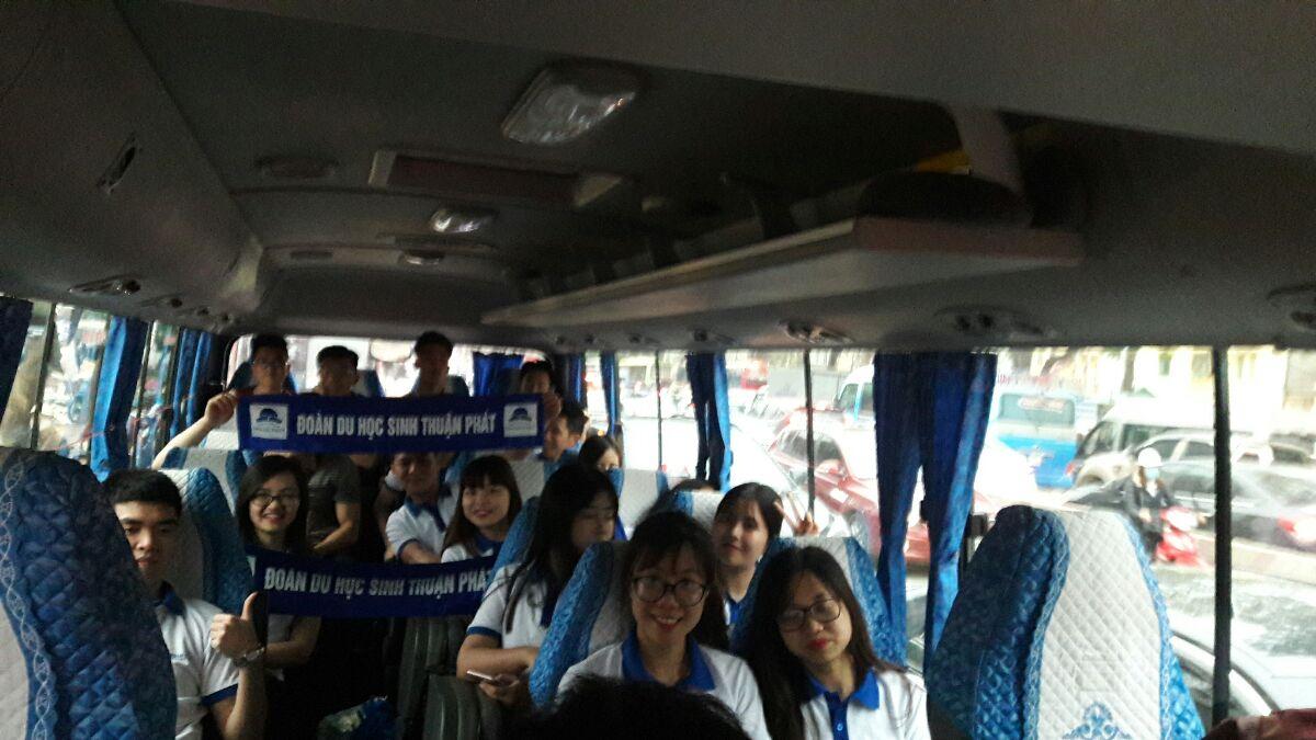 Đoàn du học sinh công ty du học Thuận Phát