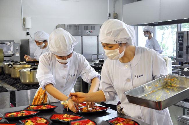 T6/2017 - Tuyển 30 nam nữ Chế biến cơm hộp, thực phẩm ăn sẵn làm việc tại Nhật Bản